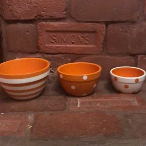 NWT Set Of 3 Orange And White Stackable Bowls 👻